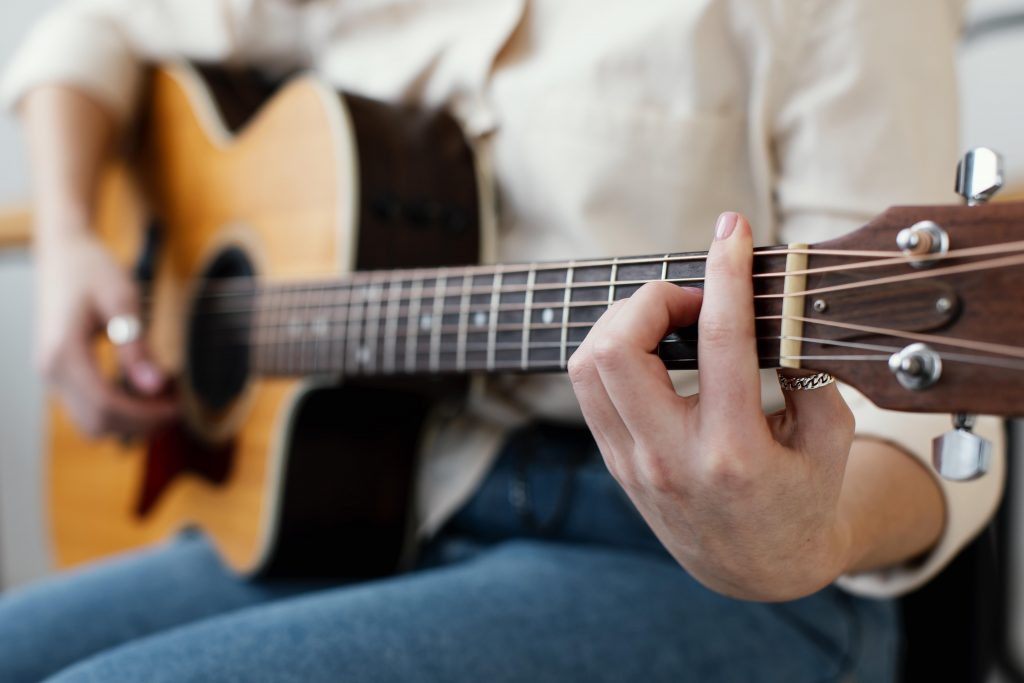 Learn guitar at your own pace.